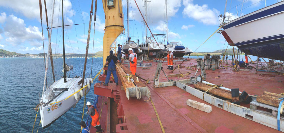 Convoyage cargo pont ouvriers plan large baie du Marin