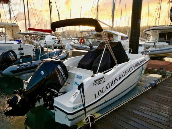 Quicksilver ponton flottant poupe